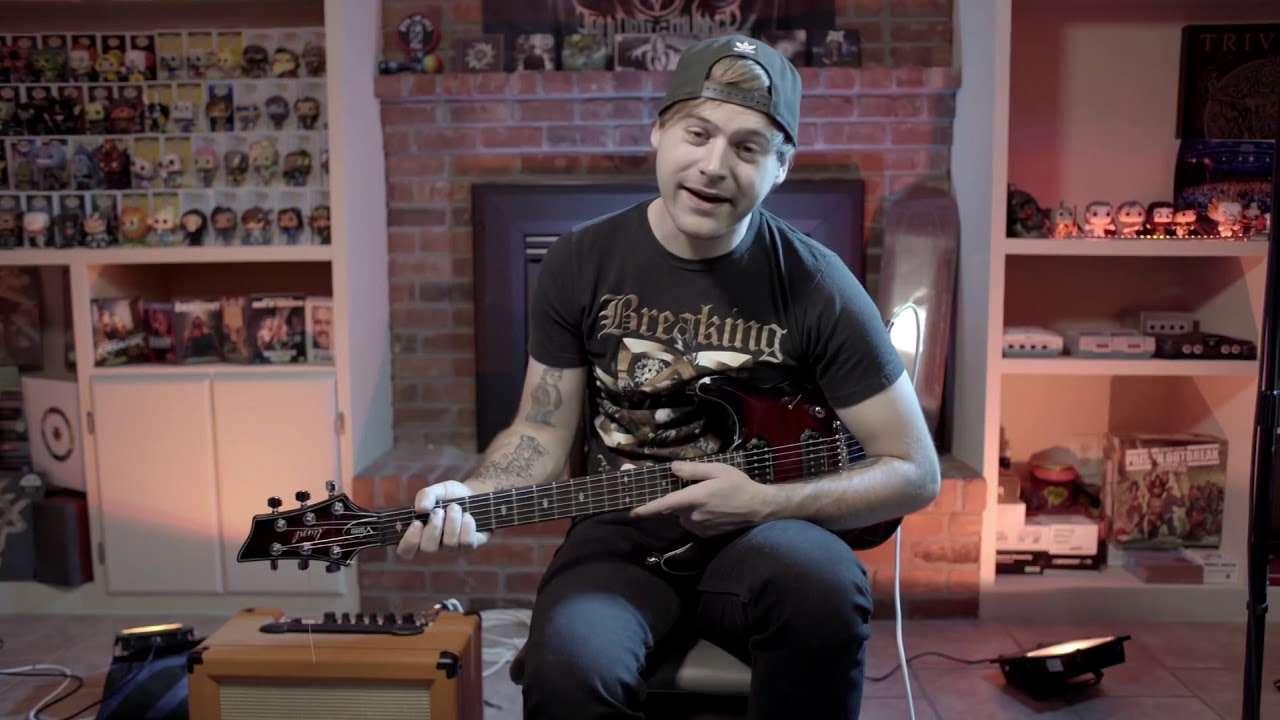 Пытаюсь играть культовые риффы левой рукой (JARED DINES RUS) Видео